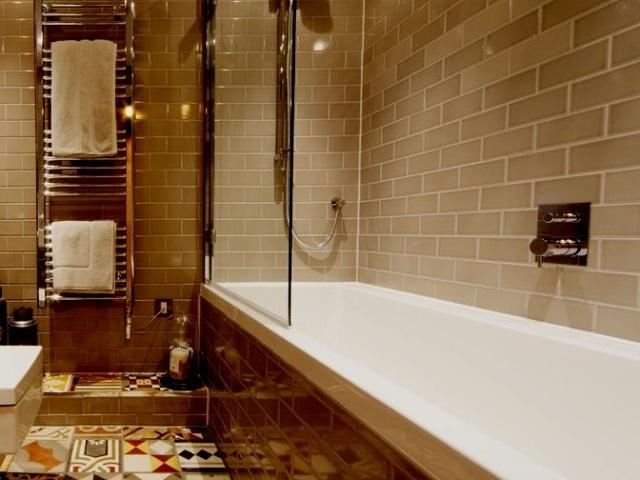 Плиточный дизайн ванной комнаты